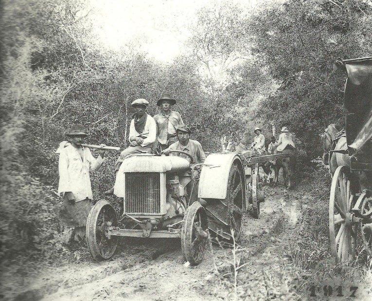 tractor en el monte